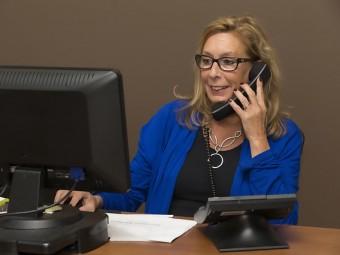 Como evitar as assistentes ao telefone?